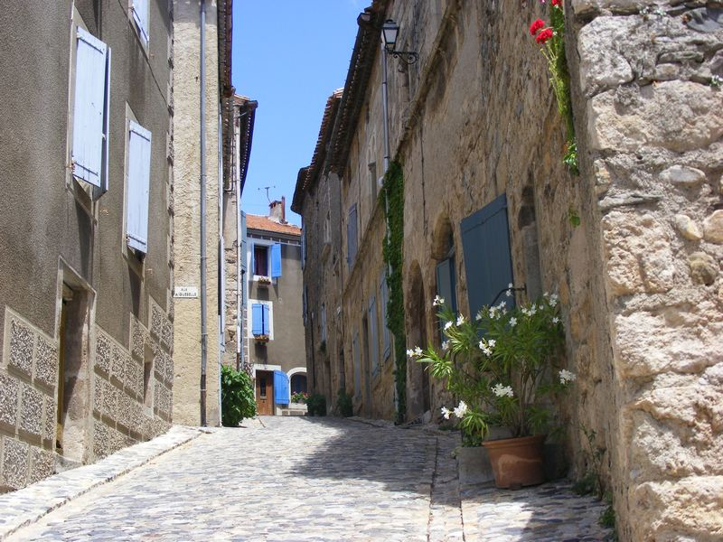 Guided tour of the village de Caunes-Minervois