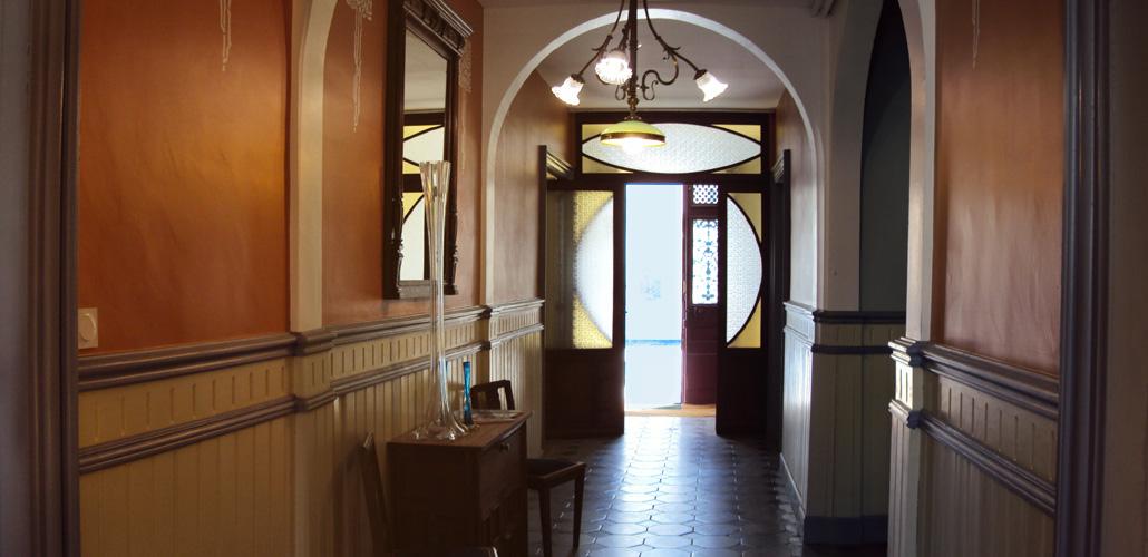 The entrance of Les Chambres des Dames - woodwork and doors Art Nouveau