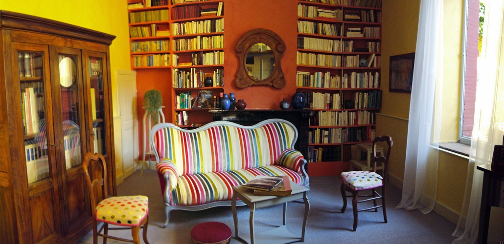 All the genres are honoured in this library: literature, police, history, essays, art...